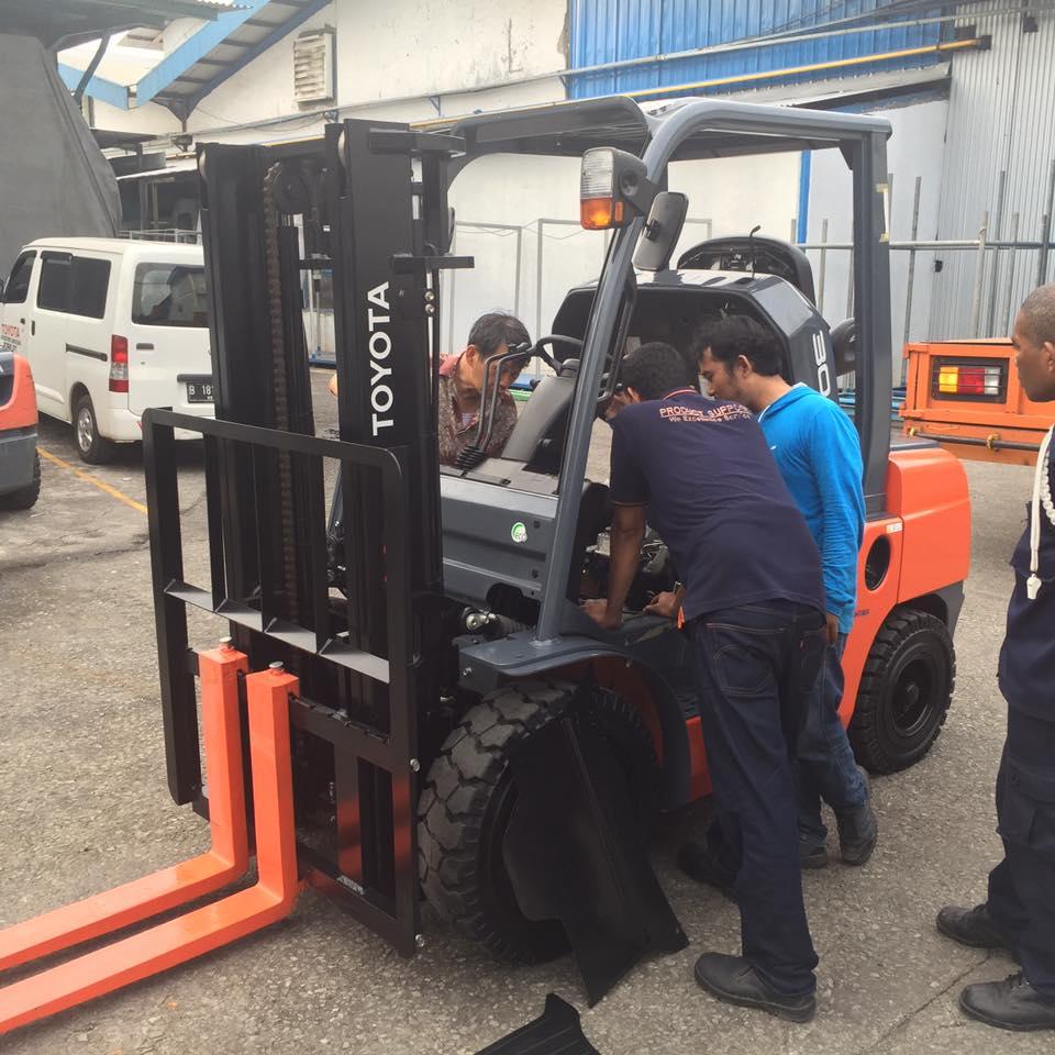 Service Forklift Panggilan